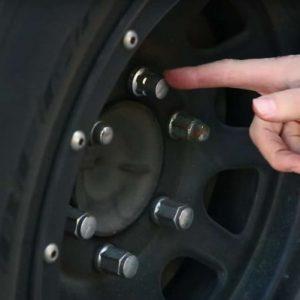 Как снять секретку с колеса без специального ключа: советы что делать и способы как снять в гаражных и полевых условиях (125 фото)